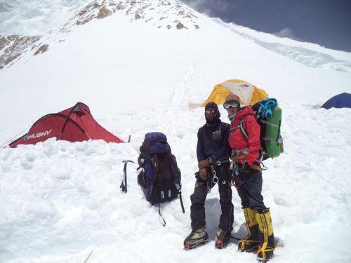 Laura y Dorjee bajando del Campo IV